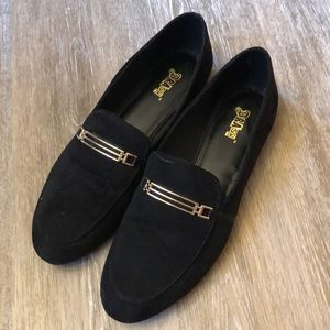 Flat shoes with gold detail